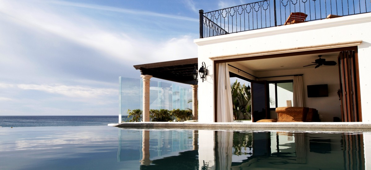 casa la laguna pool bedroom