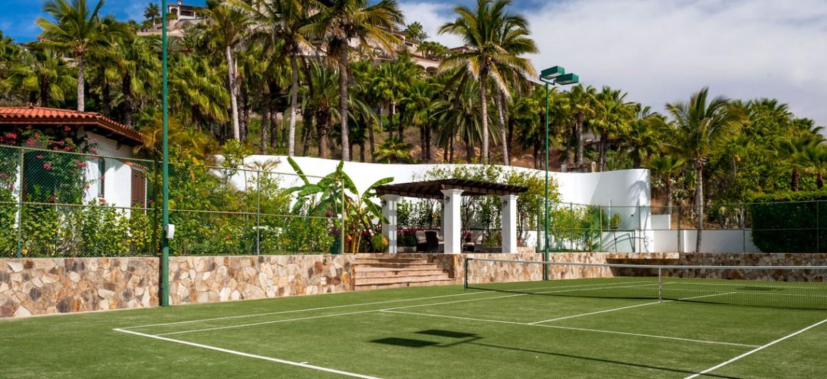 casa bahia rocas tennis court