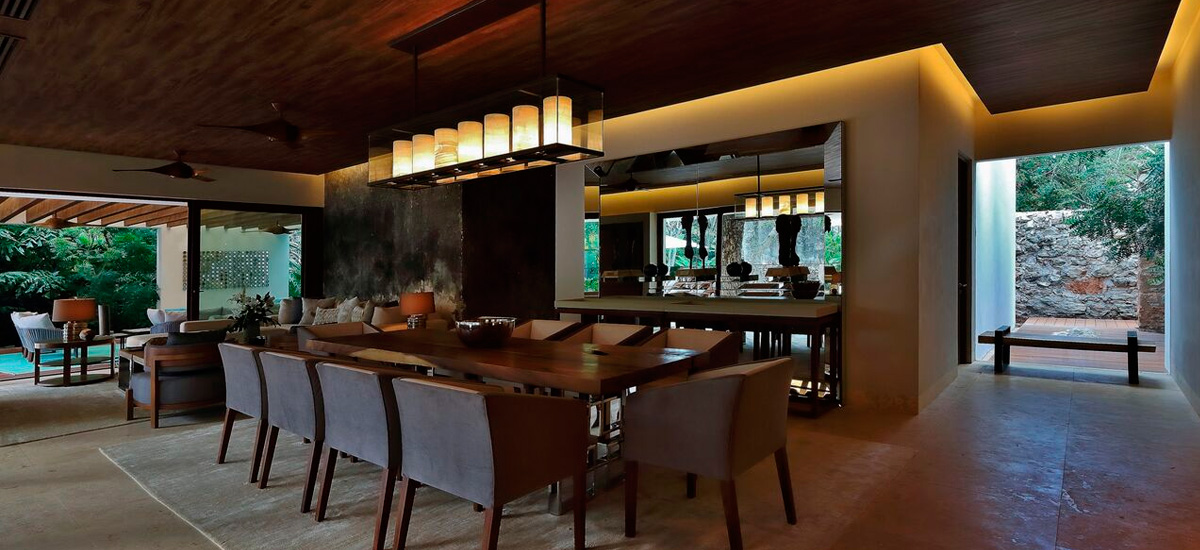 the royal villa dining room