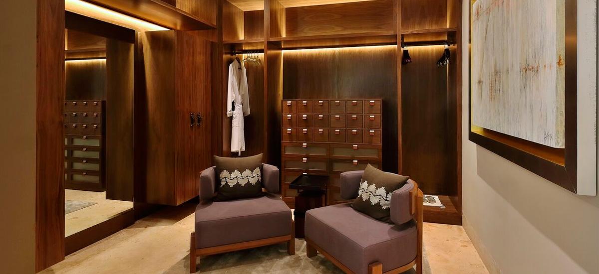 the royal villa dressing room