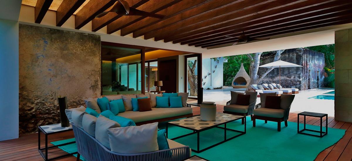 the royal villa living room 2