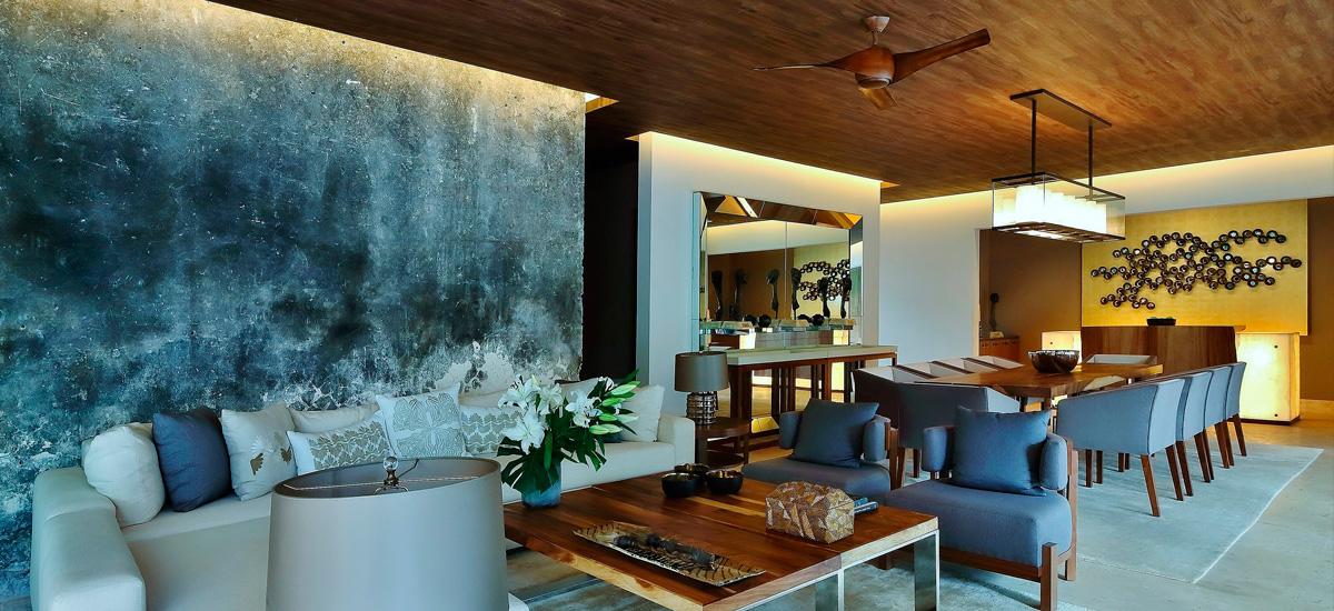 the royal villa living room
