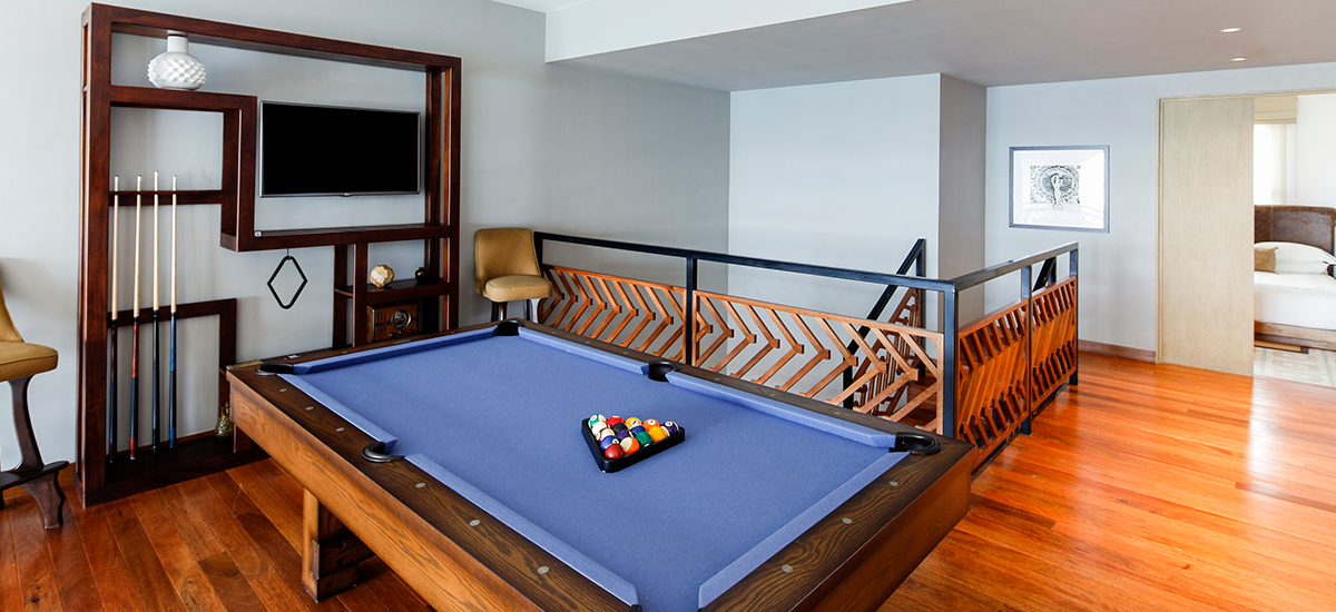 villa surfer game room