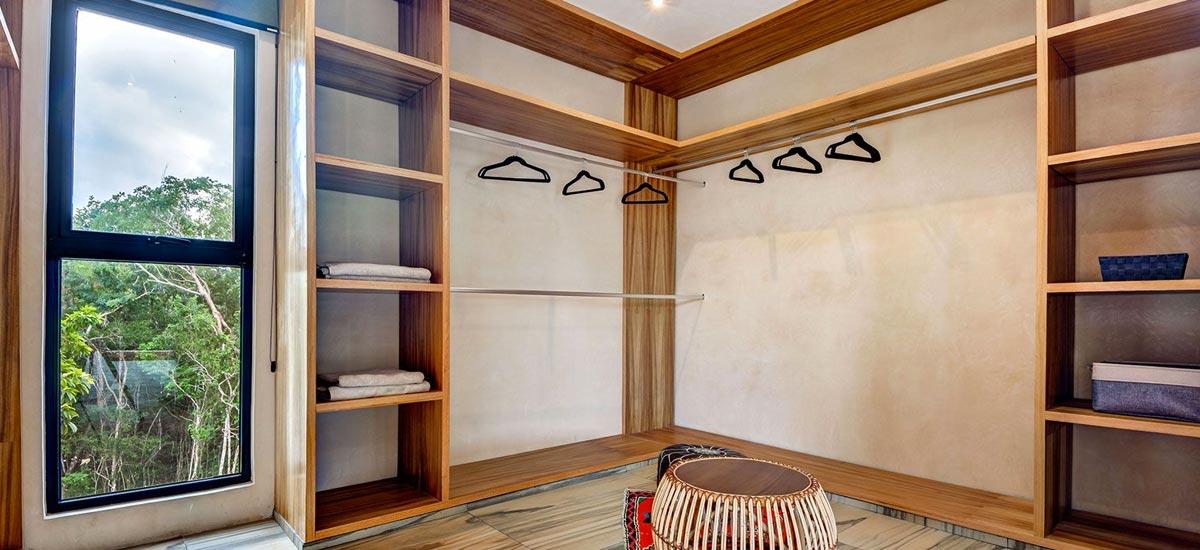 casa adama closet