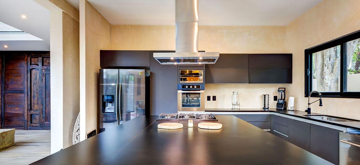 casa adama living kitchen 2