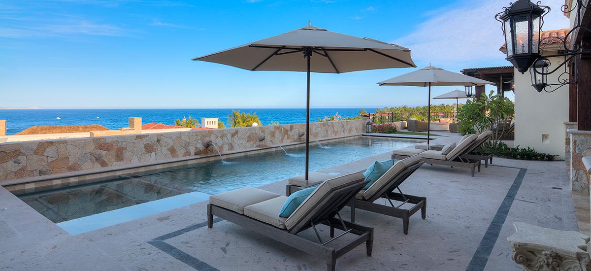 casa bella pool lounge