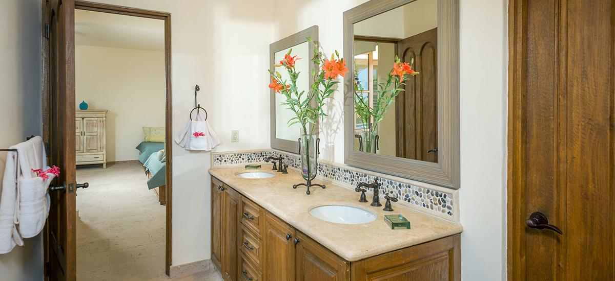 casa de cortes bathroom details