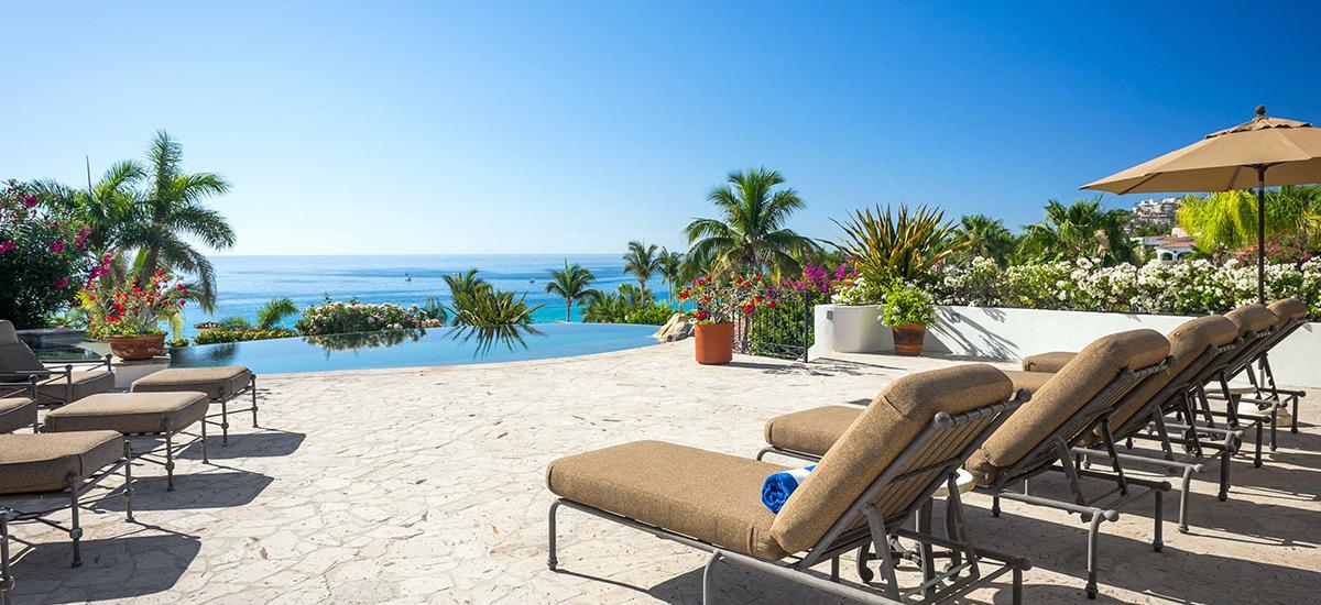 casa de cortes pool view