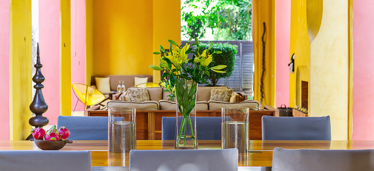 casa de maquinas dining table