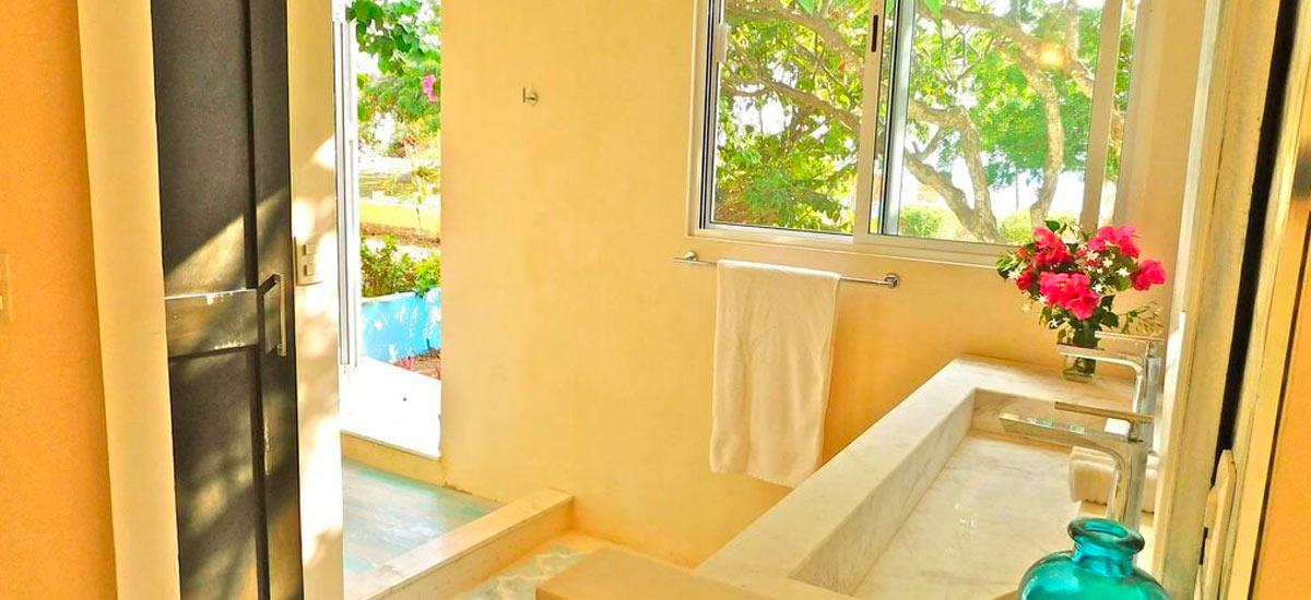 casa del cielo isla mujeres bathroom