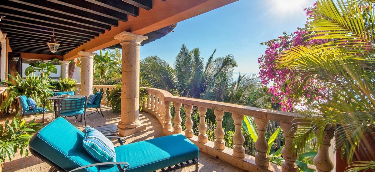 casa del quetzal balcony