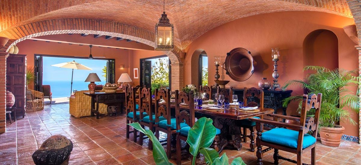 casa del quetzal dining room