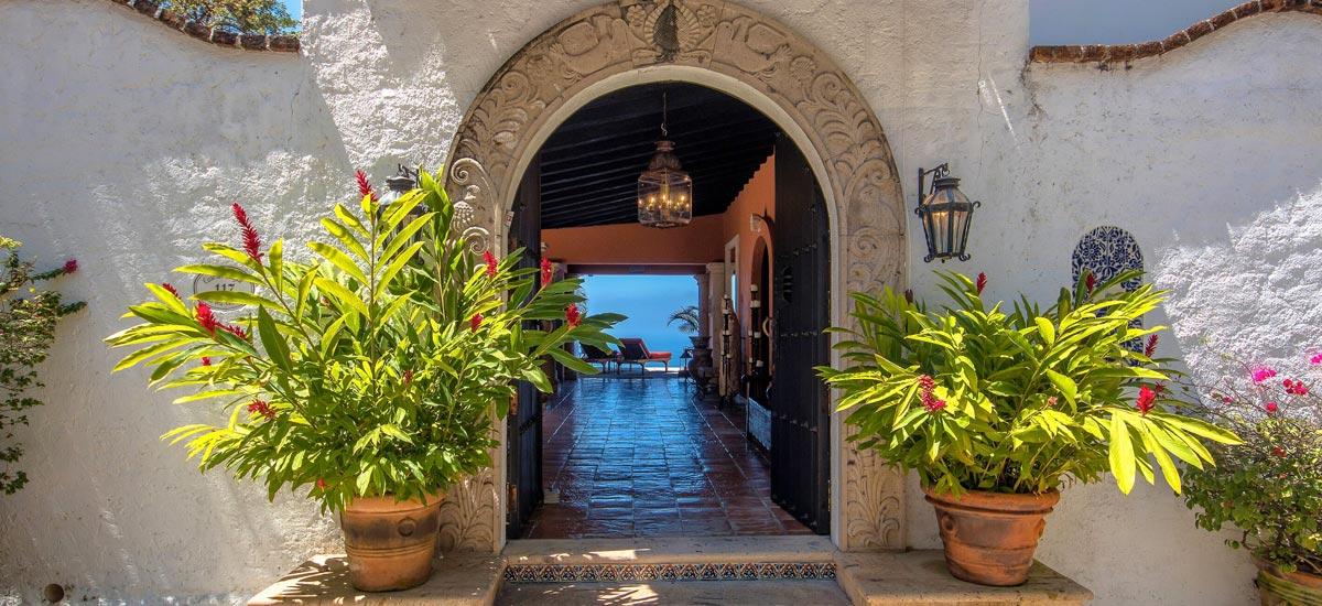 casa del quetzal entrance