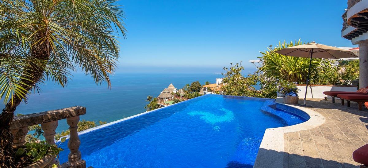 casa del quetzal infinity pool view