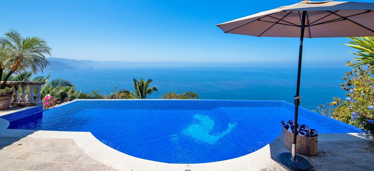 casa del quetzal infinity pool