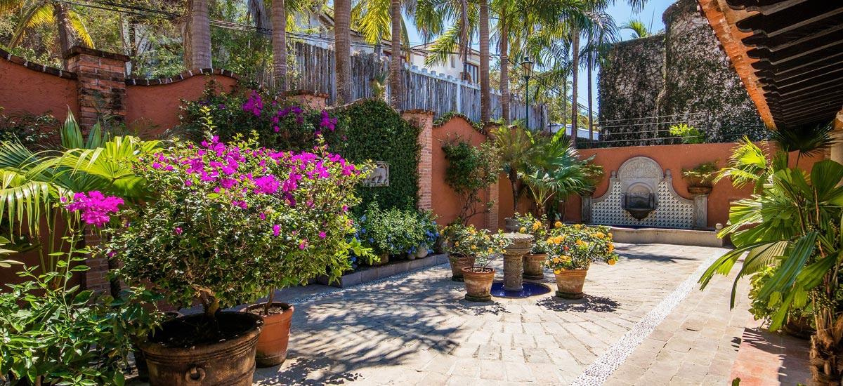casa del quetzal patio