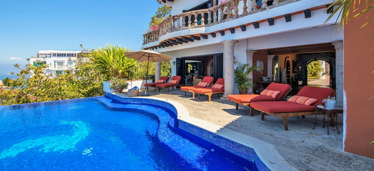 casa del quetzal pool area