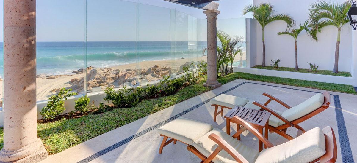 casa la laguna beachfront lounge