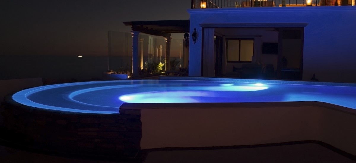 casa la laguna night pool