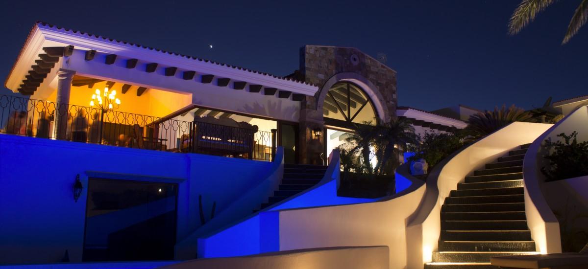 casa la laguna night pool 2