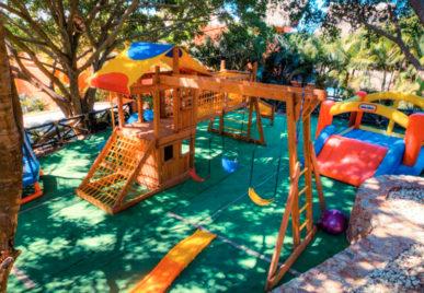 casa mis amores playground
