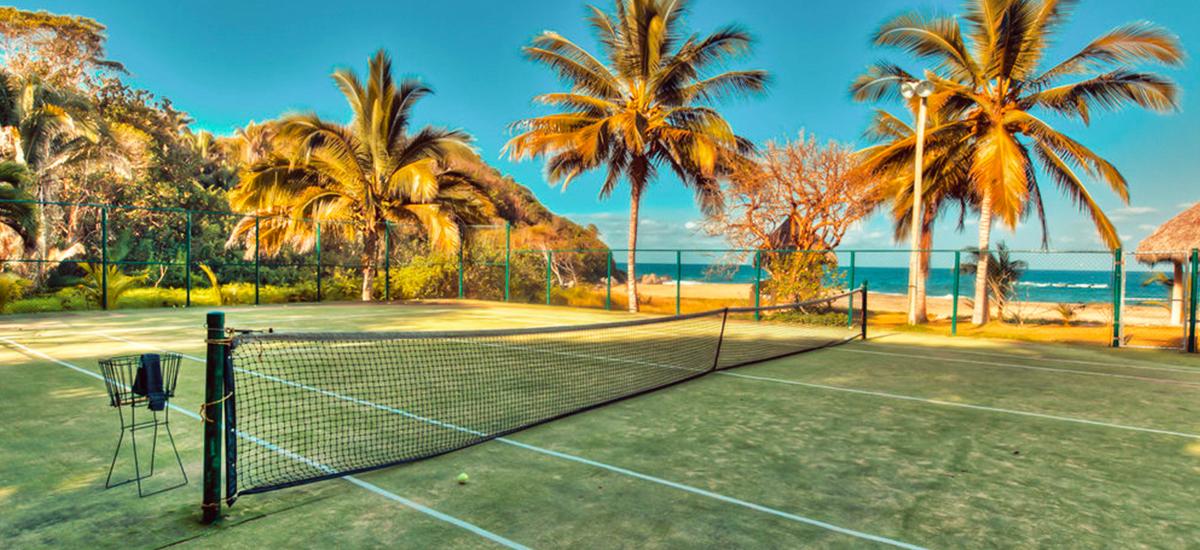 casa mis amores tennis court