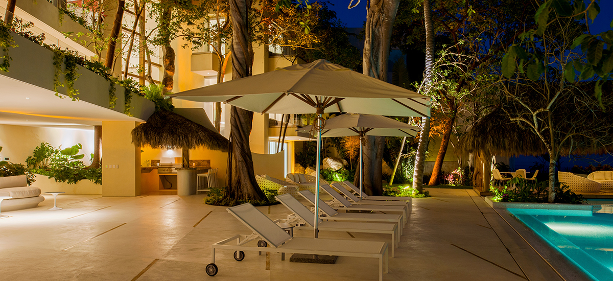 casa papelillos night pool