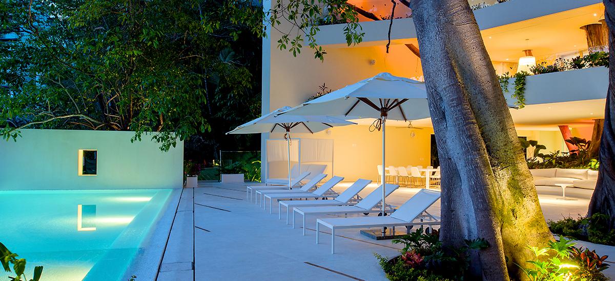 casa papelillos pool night