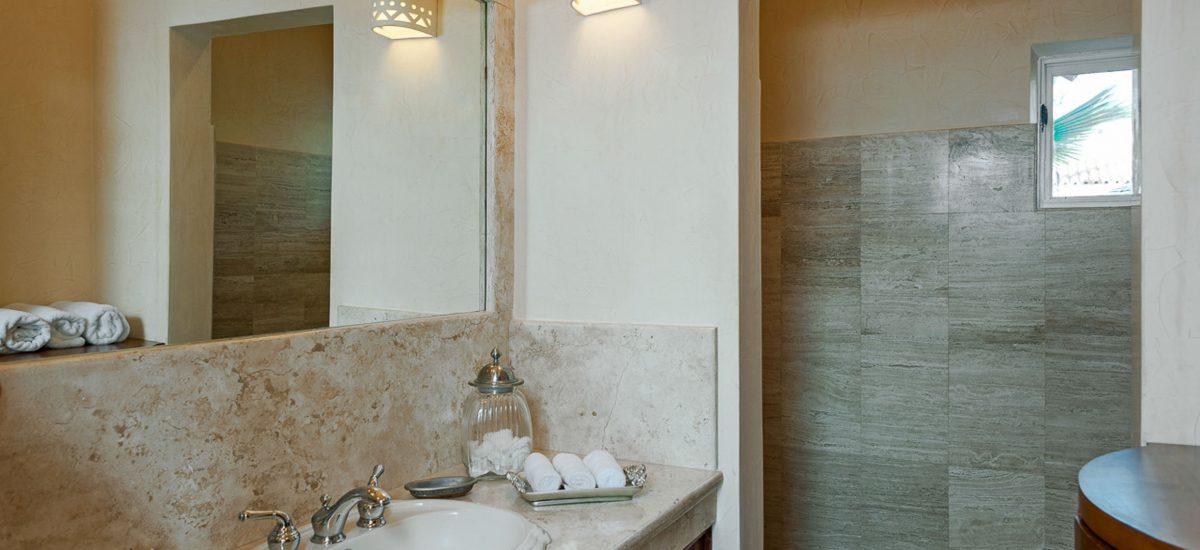 casa paraiso bathroom 3