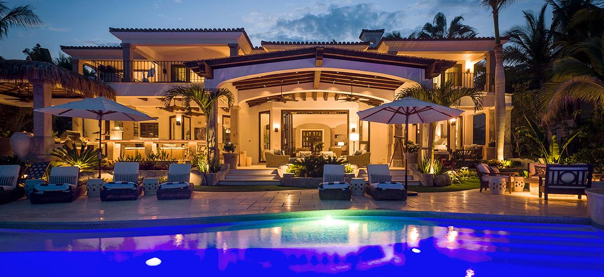 casa roca de pajaro pool night 2