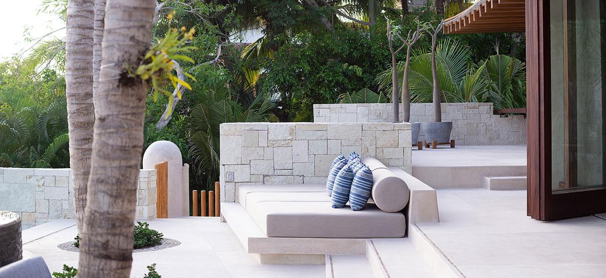 Casa Roka pool lounge