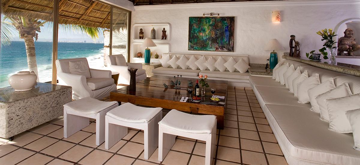 casa salinas lounge