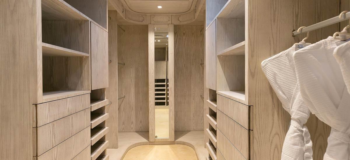 casa sirenus closet