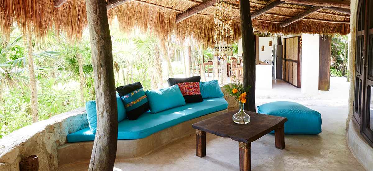 casa viento living room