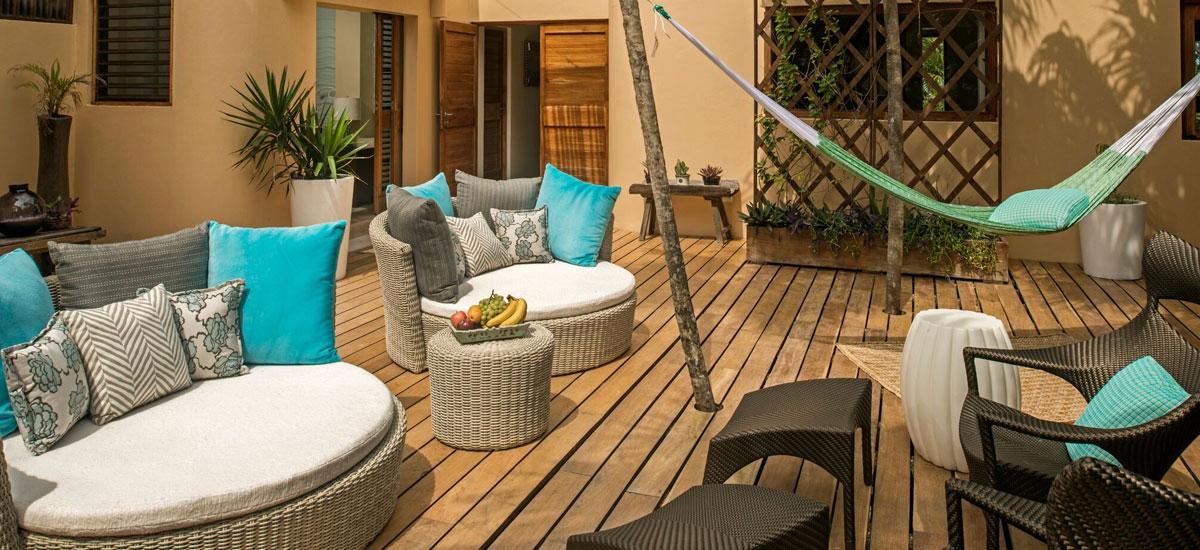 casa yakunah outdoor lounge