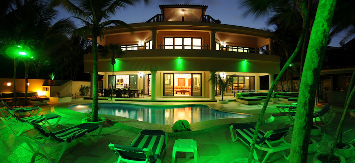 casa yardena lights pool
