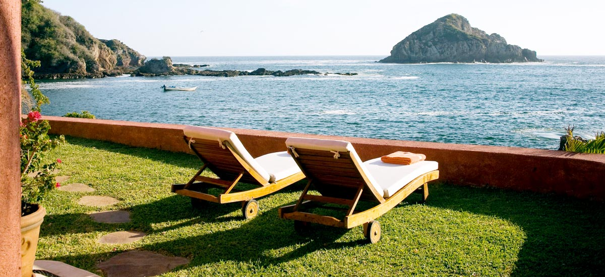casita carioca lounge chairs