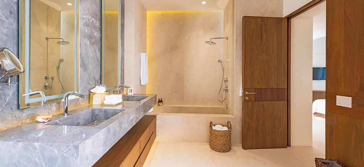 Estate Buho Bath with Jacuzzi