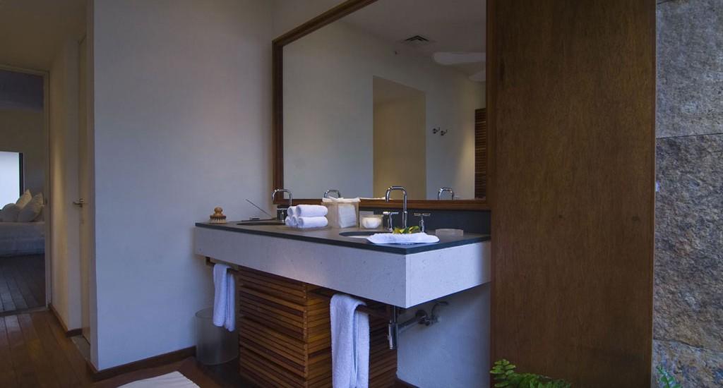 estate buho bathroom
