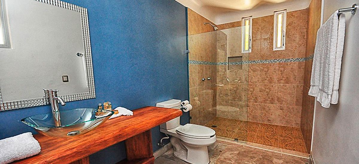 hacienda paraiso bathroom