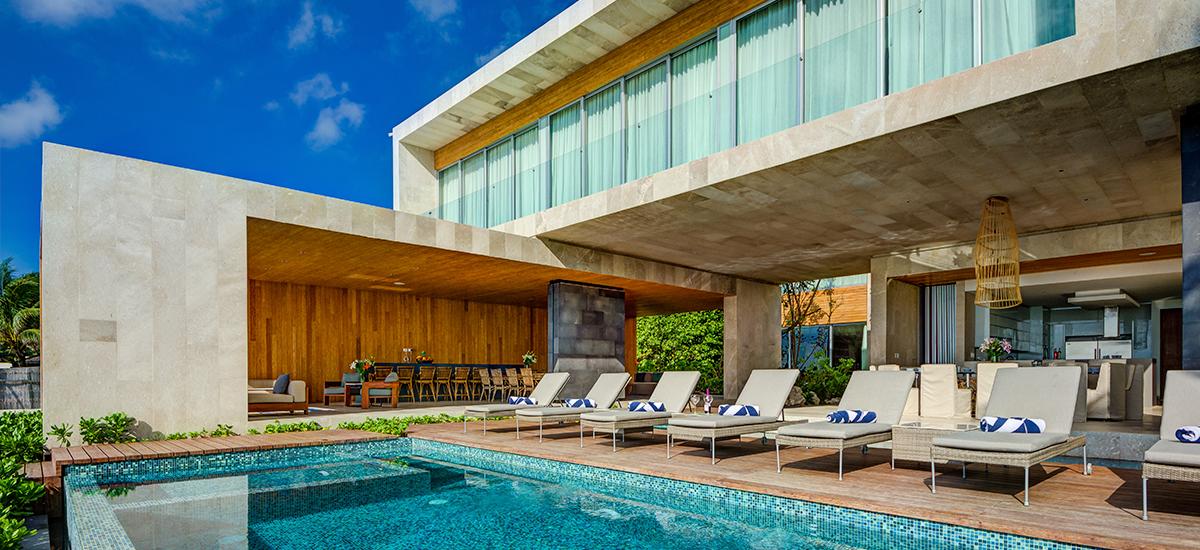 kinich villa pool front