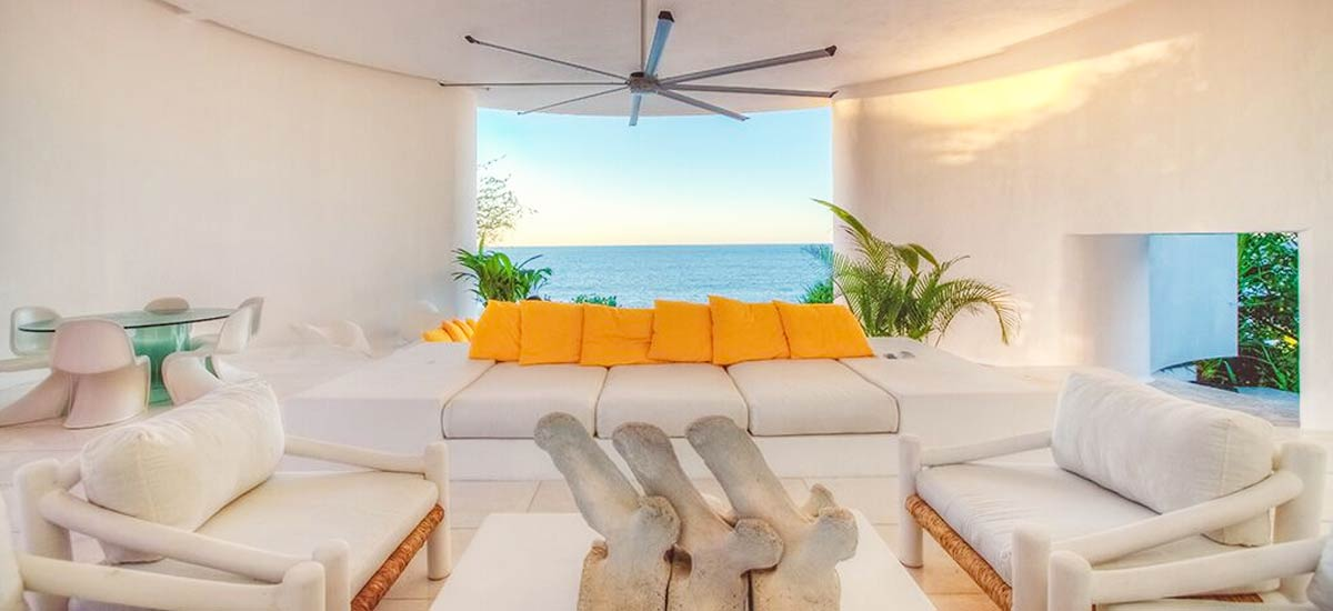 rancho huracan lounge