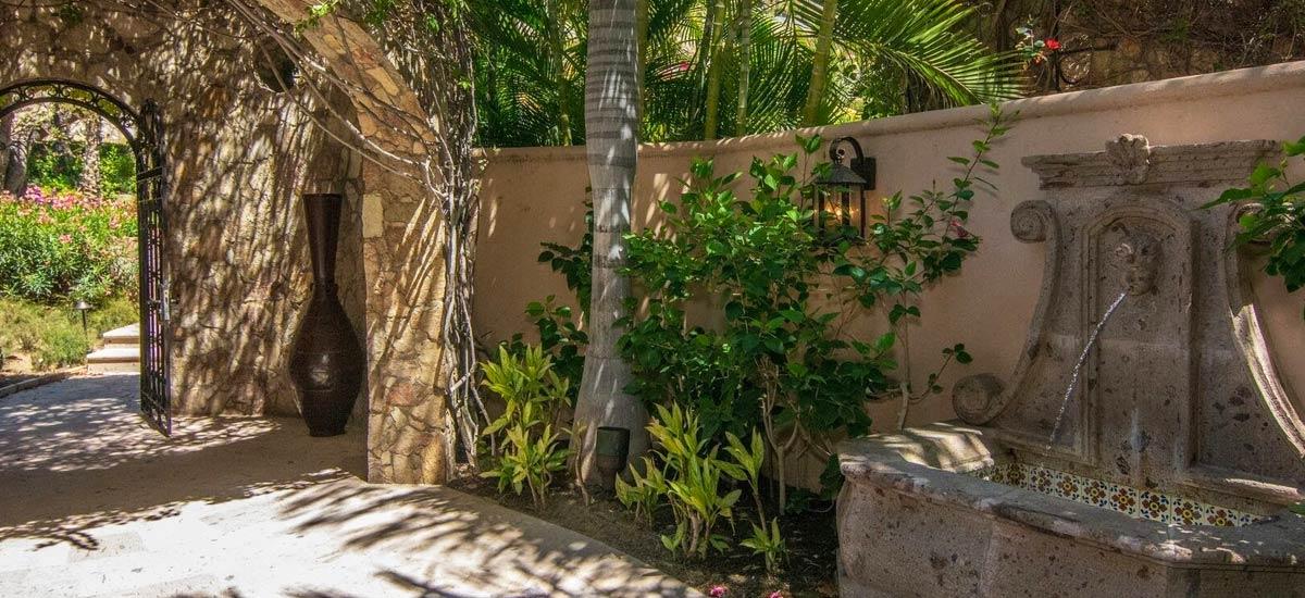 villa 366 entrance garden