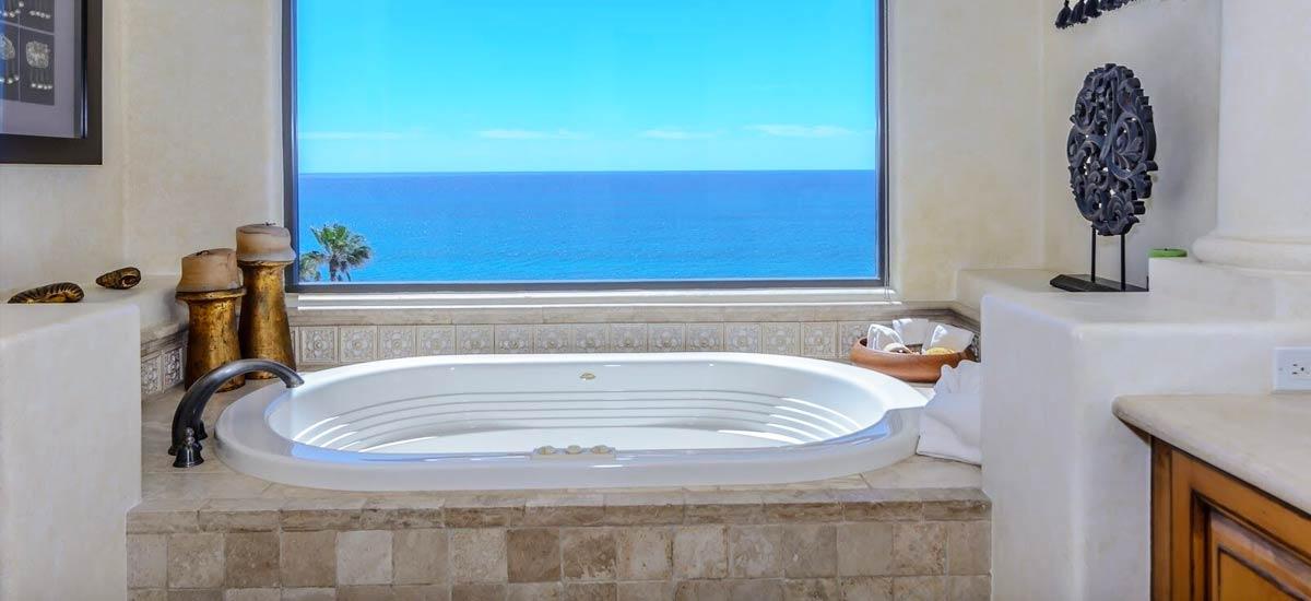 villa 366 master bath tube