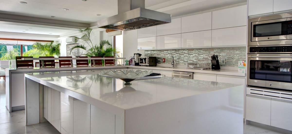 villa alta vista kitchen