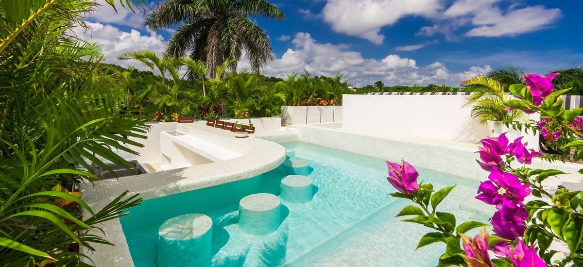 villa alta vista pool area