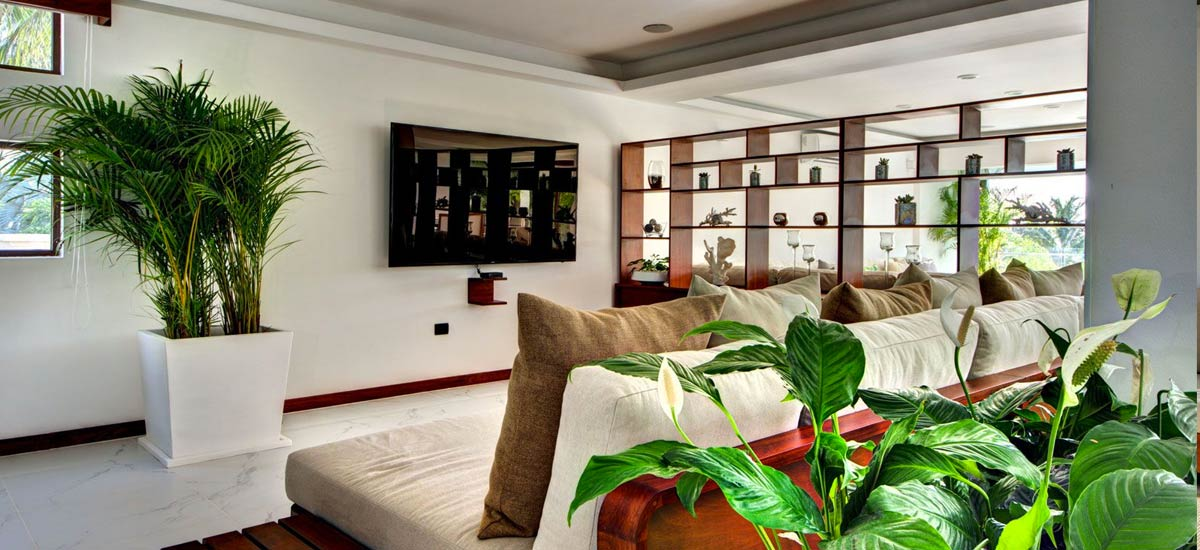 villa alta vista tv room