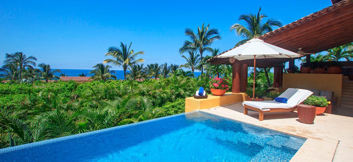 villa austral pool view 2