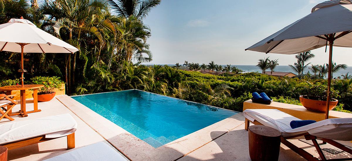 villa austral pool view