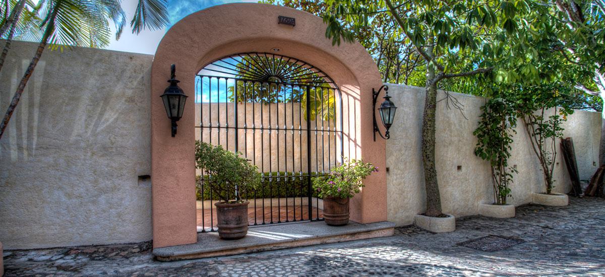 villa azul celeste main door